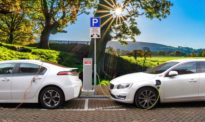 6 voordelen van het rijden in een elektrische auto